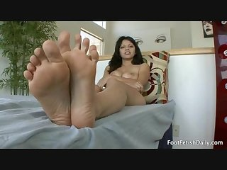 A gorgeous Mexican girl does a foot fetish hardcore