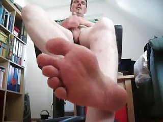 Lick my smelly feet while i jerk off for you
