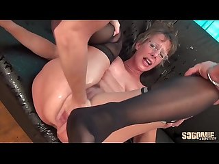 Rough anal sex and squirting for this cougar mom