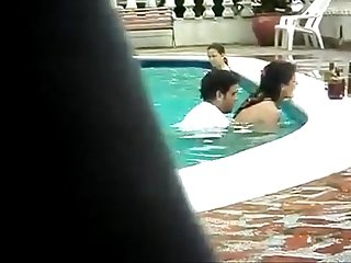 Indian lovers fuck in swimming pool