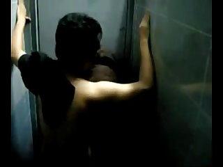 Trepando no banheiro do club