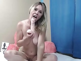 Milf blonde big boobs masturbate
