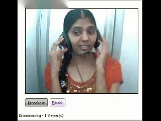 Desi girl showing boobs and pussy on webcam in a netcafe
