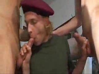 Militares em Foda a tres jrdonm