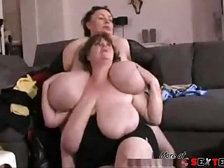 double shaking boobs (1)