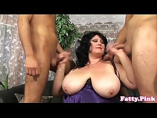 Bigtitted bbw spitroasted in flotter Dreier