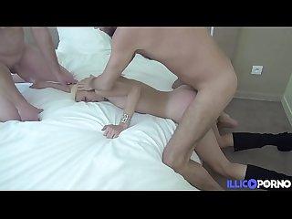 Isabelle se fait baiser par un ami de son mari et un inconnu