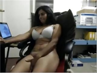 Indian cougar on cam masturbating hornyslutcams com