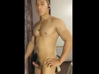 Chinese guy cumming on cam and showing ass