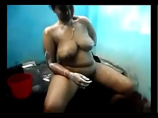 VID-20130624-PV0001-Kadayanallur (IT) Tamil 37 yrs old married housewife aunty bathing..